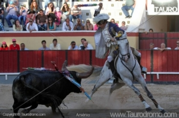 Palha Blanco rendida a Manuel Telles Bastos e Pedro Viegas dos Amadores de Alcochete