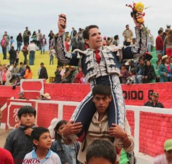 Diogo Santos triunfador máximo da Feira de Sancos (Peru)