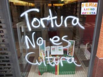 Vandalismo anti-taurino na Livraria Argot